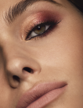 Model with Caviar Stick Eye Color - Intense
